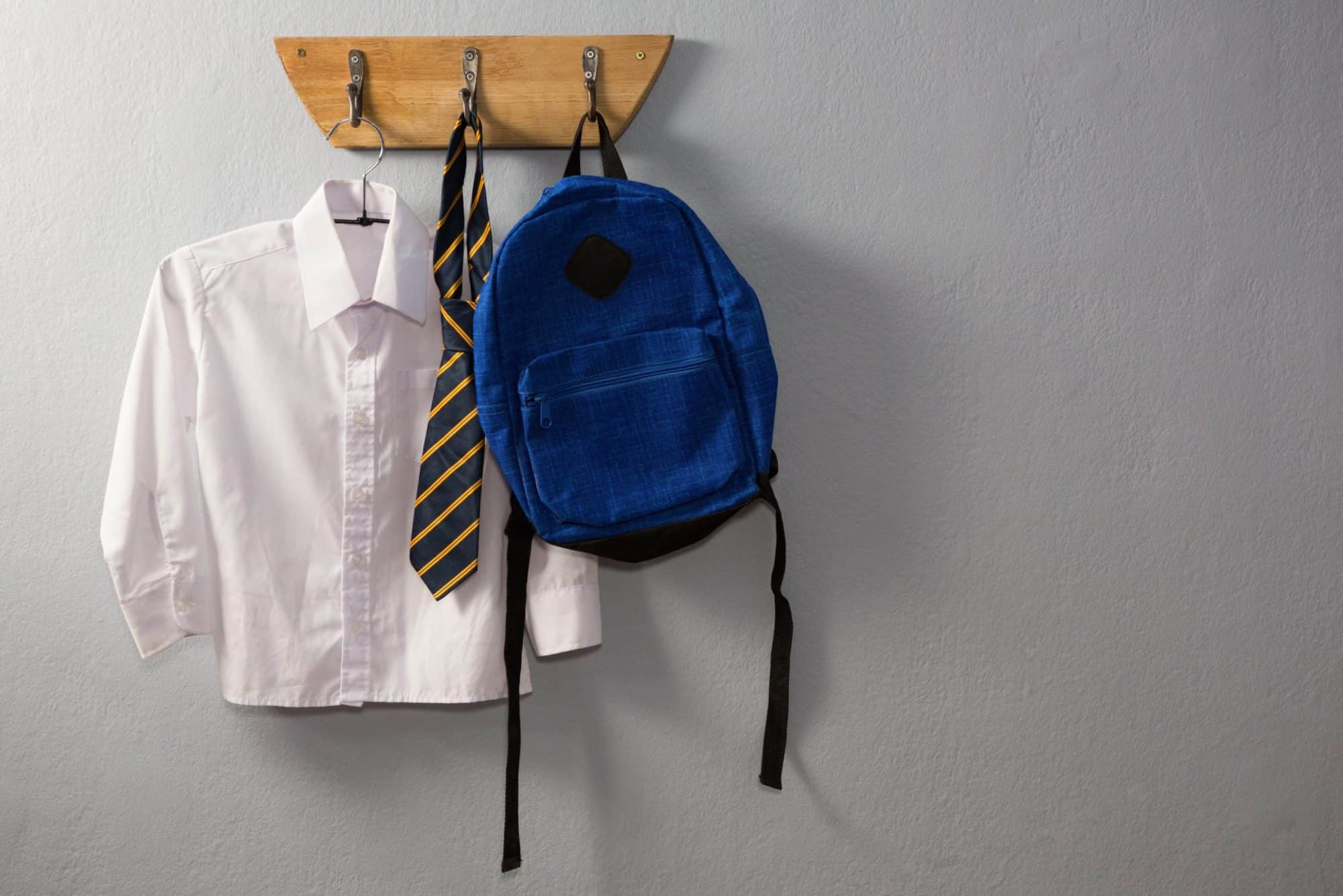 school uniforms save money