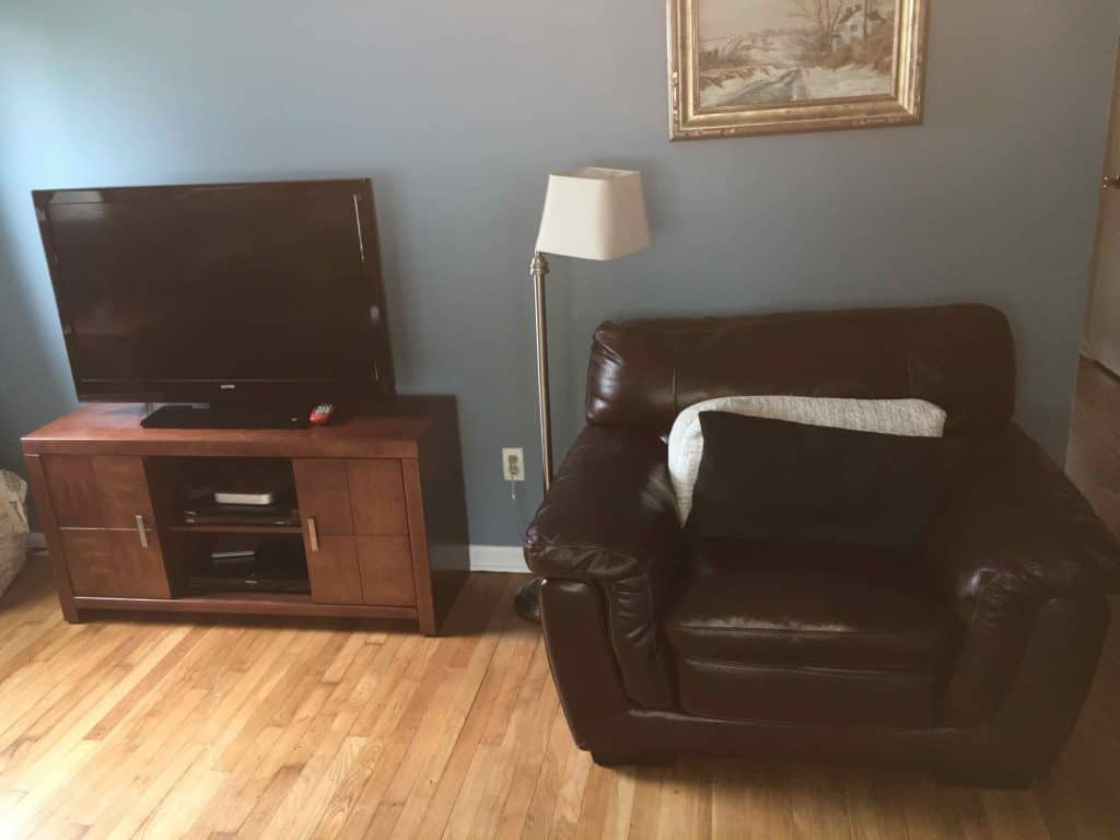 tv stand for selling house