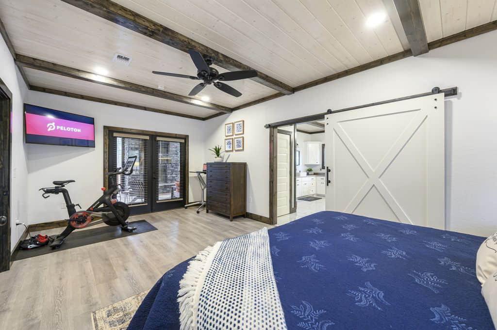 oklahoma vrbo vacation rental with peloton